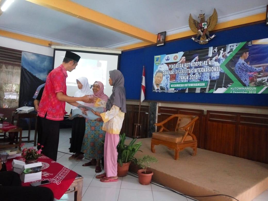 Peringati Hari Korpri dan Hari Disabilitas Internasional Dewan Pengurus Korpri Kecamatan Kutowinangun adakan pengajian dan santunan difabel