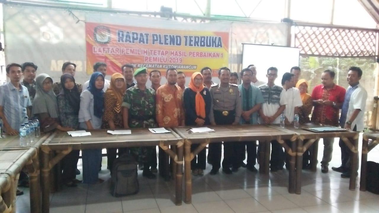 PPK Kecamatan Kutowinangun laksanakan Pleno Rekapitulasi DPTHP -1